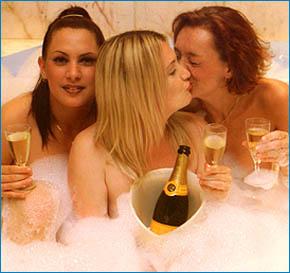 338-0909221605-sex-club2