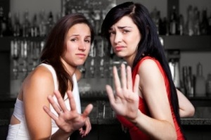 women-in-bar-rejecting-a-man