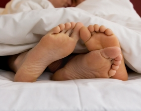feet-in-bed