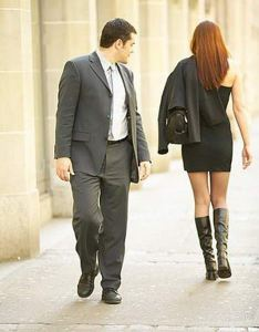 woman-dress-men-suit-catcalling-_ta7z