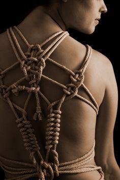 b1e4a0851d63da7985595aef8d5e738a--rope-knots-rope-art.jpg